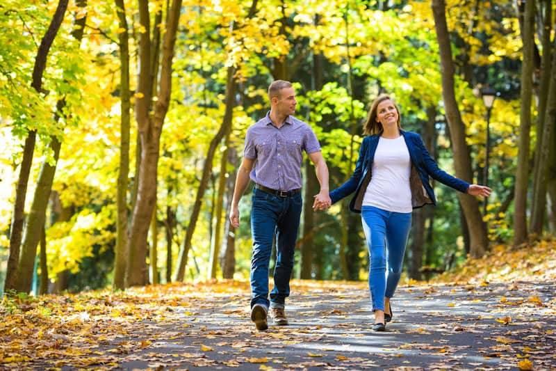 Прогулки на свежем воздухе поспособствуют правильной выработке тестостерона